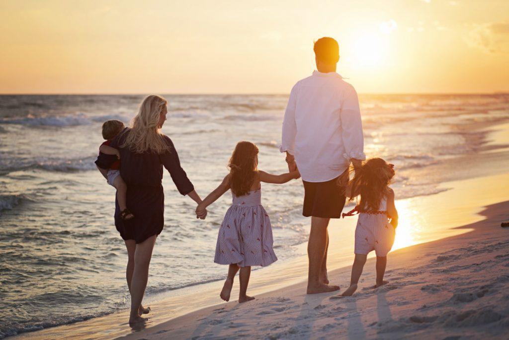 sunset-beach-beach-sand-ocean-vacation-family-holding-hands-children-florida-destin_t20_JaLXwE